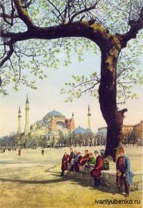 Стамбул. Отдыхающие  на площади Султана Ахмета.