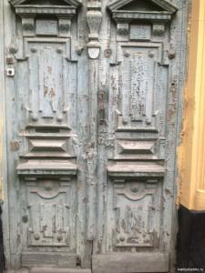 Дверь по Семинарской (Пушкина) улице