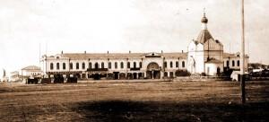Гостиный ряд на Александровской площади, возведён в 1872 году.